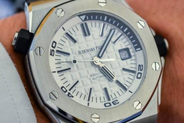 爱彼皇家橡树离岸型JFV8系列手表做工怎么样?