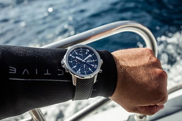 探索海洋温度 IWC万国表支持库斯托潜水员