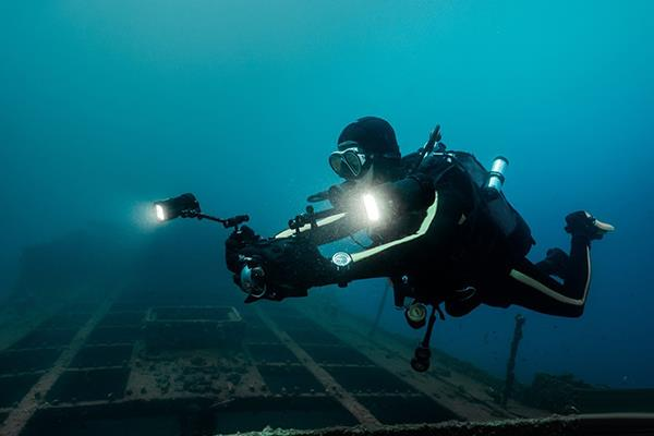 IWC万国表支持库斯托潜水员