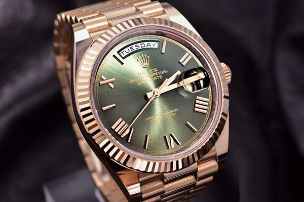 劳力士星期日历型系列228235二手手表绿盘手表行情