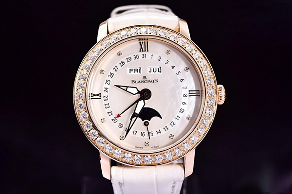 功能和颜值并重 宝珀3663295455B女款手表鉴赏