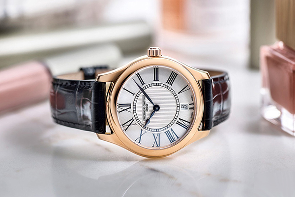 康斯登推出全新百年典雅女士石英手表