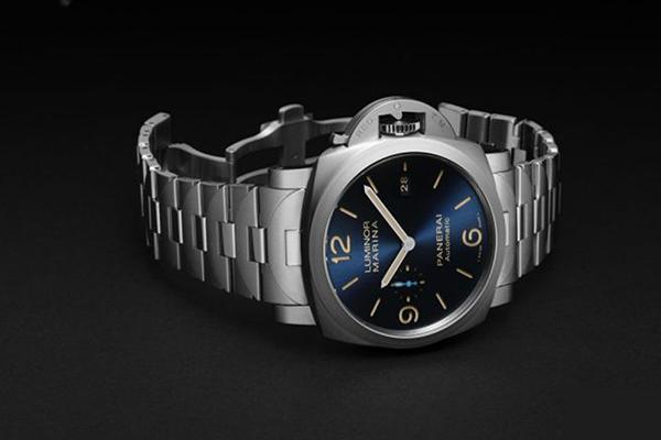 沛纳海2019即将推出二款Luminor Marina蓝盘全新手表
