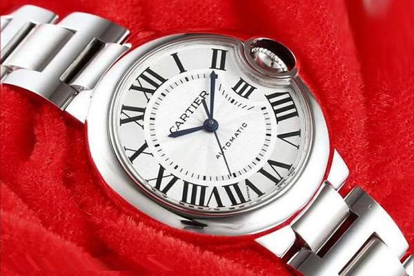 风格和优雅的卡地亚蓝气球手表