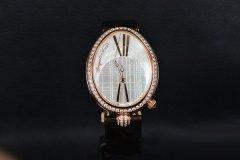 宝玑那不勒斯皇后系列腕表,将女性的魅力淋漓尽致地展现