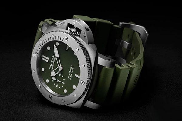 沛纳海Submersible潜行系列Vedre Militare强势上线