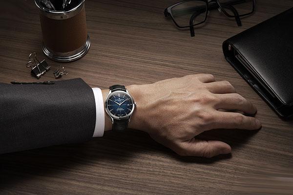 展现男性优雅名士克里顿BAUMATIC系列手表