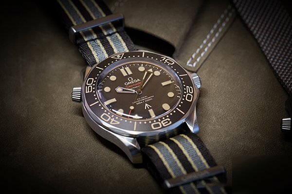 欧米茄推出全新海马系列007特别版手表