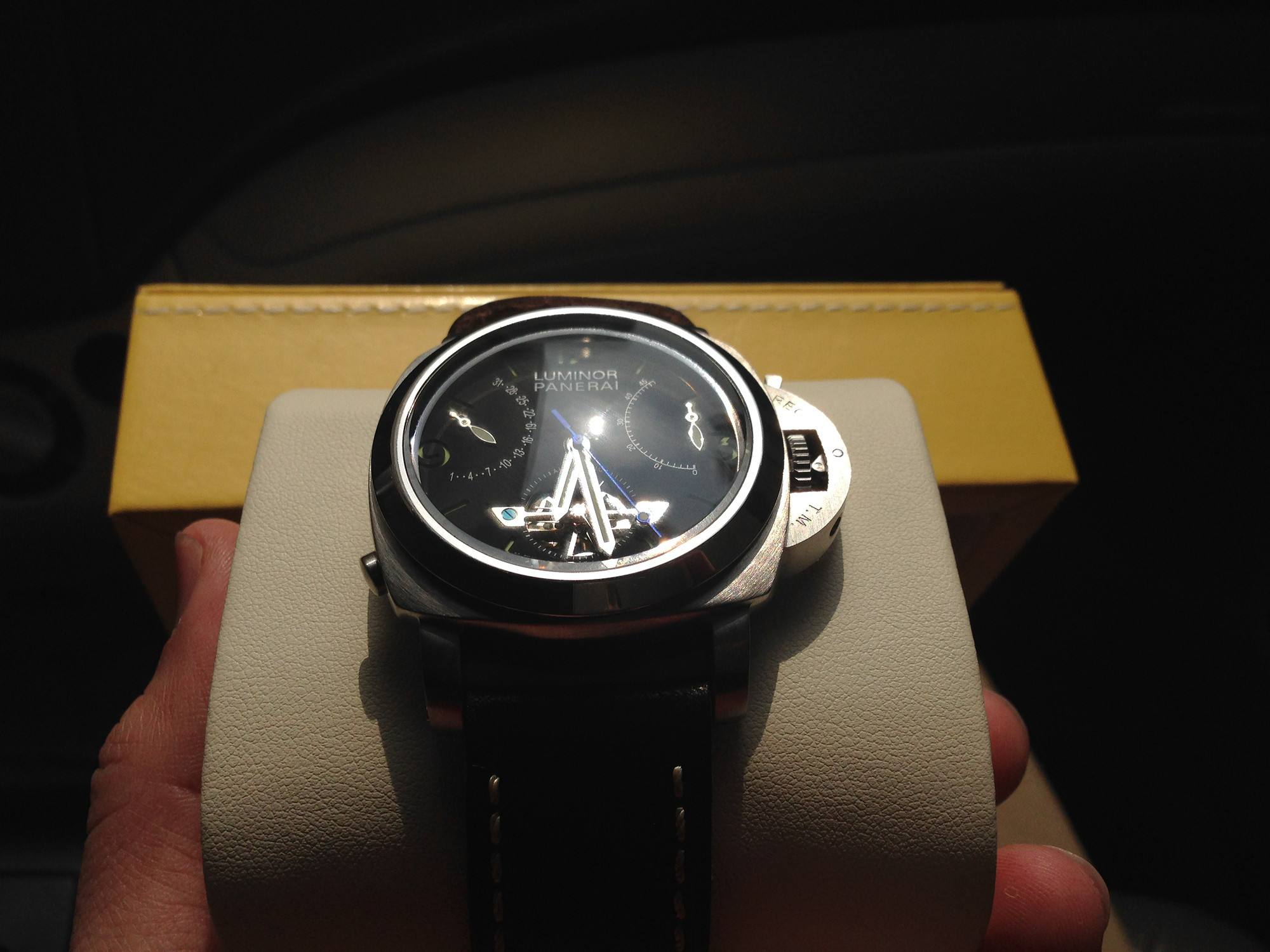 <b>全新二手手表回收价格大概多少钱?</b>