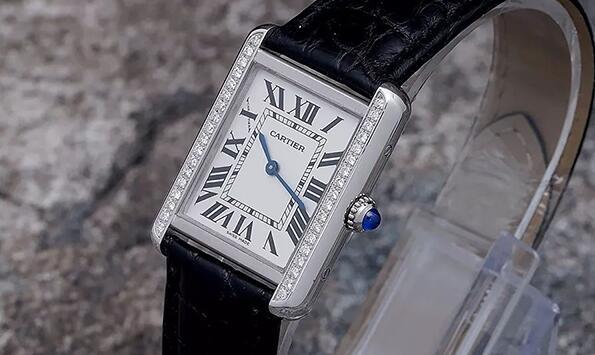 撕了膜的二手卡地亚5200005手表出售